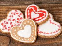 Red /White Royal Icing - Flood Icing Gingerbread Heart Shaped